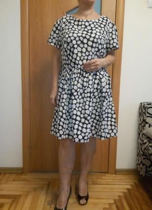 Хорошенькое платье в ромашках. размер 20.