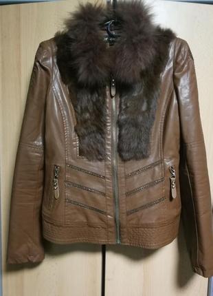 Красивая женская куртка с камнями