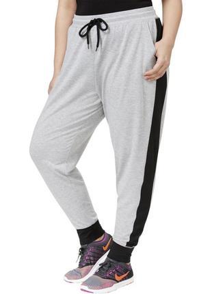 """Серые спортивные брюки """"джоггер"""" с контрастными черными вставками сбоку plus 1x"""