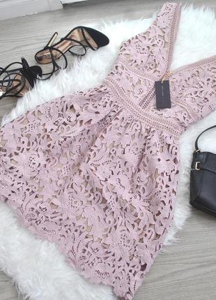 Пудрове кружевне плаття