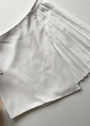 Белая плиссированная юбка запах р 10 м