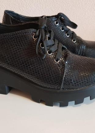 Черные туфли на тракторной подошве wright