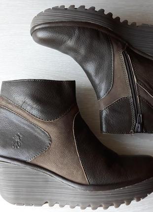 Ботинки кожаные fly london  размер 37