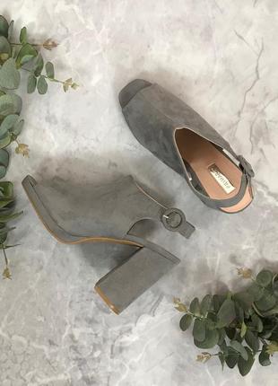Стильные босоножки на толстом каблуке  sh1906068  primark