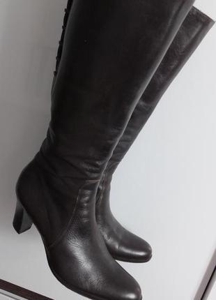 Шикарные стильные кожаные сапоги max mara италия раз. 37,5 стелька 24,5 см