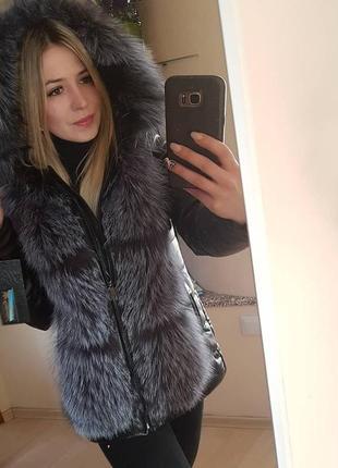 Курточка кожаная с чернобуркой спереди и капюшоном, 70 см