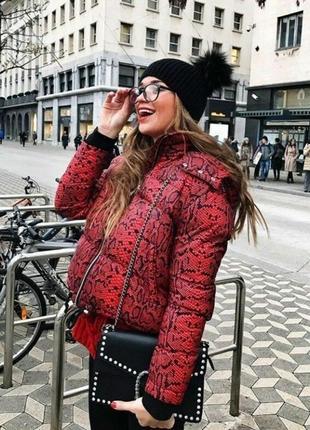 Красивая яркая куртка от zara! в наличии размер  l