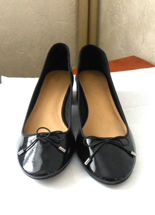 Стильные лаковые туфли zara,  р.41 код t4132