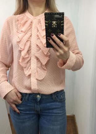 Красивая блузка с рюшками