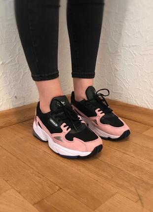 В наличии акция !!! скидка ! эффектные чёрные кроссовки adidas falcon pink розовые