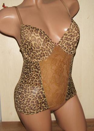 Красивый леопардовый пеньюарчик с форменными чашками v&d, размер 85в