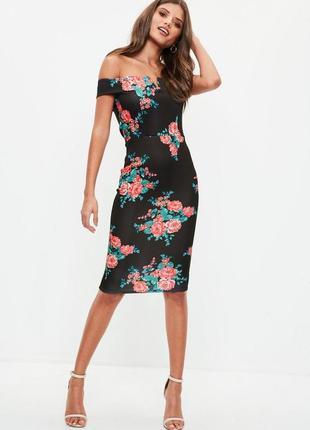 Шикарное платье в цветы на плечи