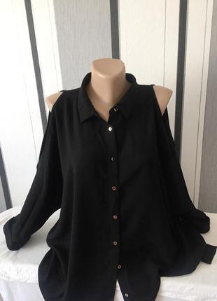 Фирменная удлинённая рубашка большого размера с открытыми плечами