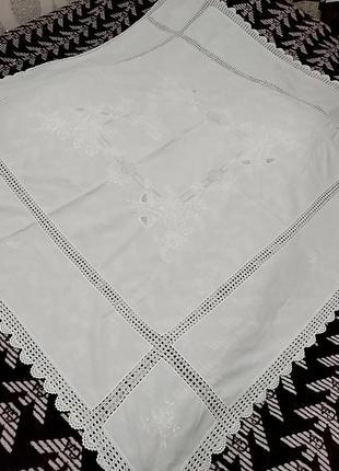 Прямоугольная скатерть с вязаным кружевом
