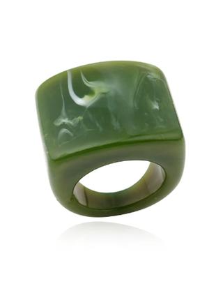 Шикарное стильное крупное акриловое кольцо зелёное