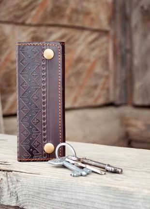 Ключница кожаная мужская коричневая с народным орнаментом