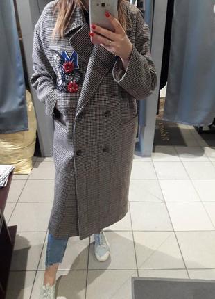 Скидка! италия! трендовое шерстяное двубортное oversize пальто в клетку c патчем от h&m