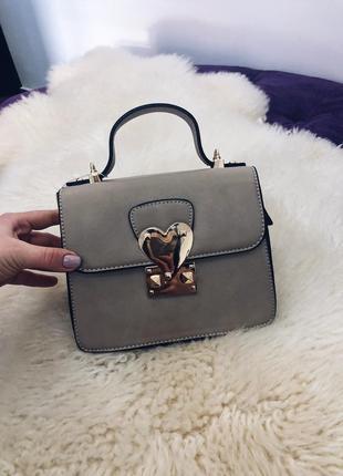 Стильная сумочка сумка на плече беж и серебро