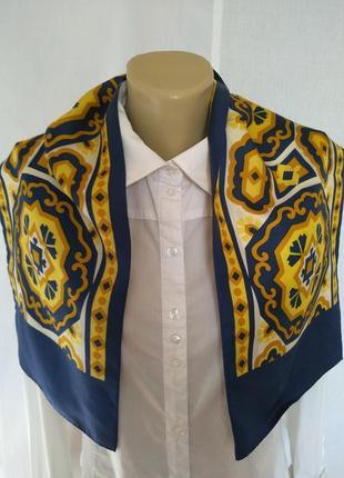 Стильный шелковый шарф