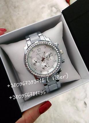 Потрясающие женские часы