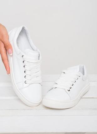 Белые кожаные женские кеды с красивыми шнурками