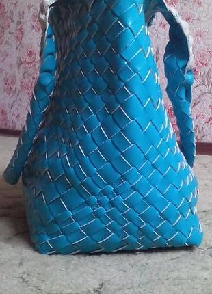 Красивая плетеная сумка.