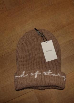 Bershka шапка бежевая вязаная