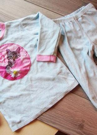Флисовая пижама на 5 лет. состояние отличное
