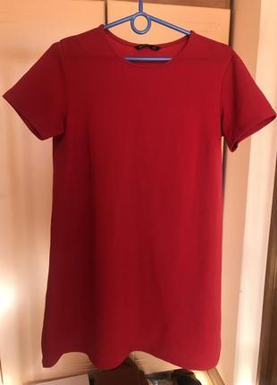 Красное платье свободного кроя