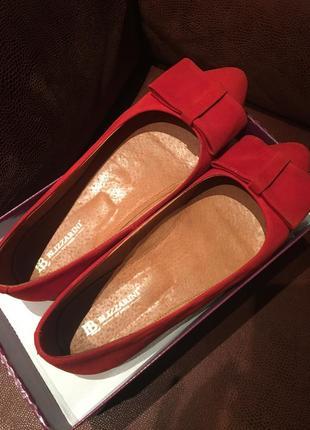 Замшевые красные балетки с бантиком