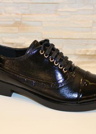 Лаковые туфли на низком каблуке и шнуровка