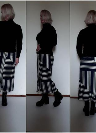 Летняя стильная юбка карандаш  принтом ассимерия