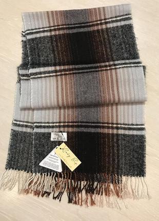 Огромный выбор красивых шапок и шарфов.