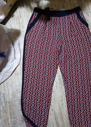 Яркие брюки с лампасами  принт орнамент размер 10