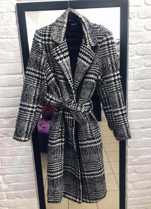 Стильное теплое пальто черно белый принт в наличии