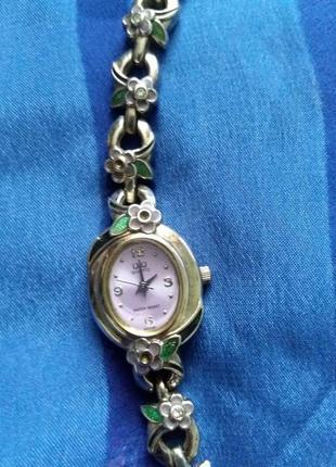 Часы женские q&q1