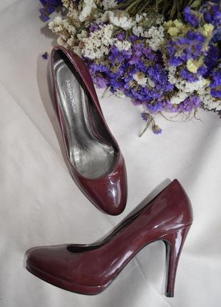 Туфли  лаковые кожаные 37 размер john lewis италия
