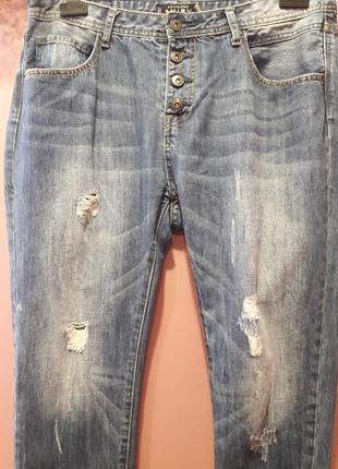 Укороченные джинсы-бойфренд