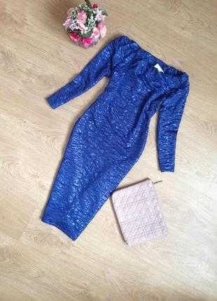 Синее миди платье по фигуре с открытыми плечиками