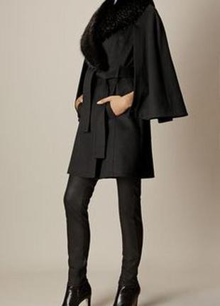 Черное шерстяное пальто-кейп