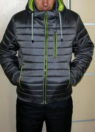 Весенняя красивая куртка