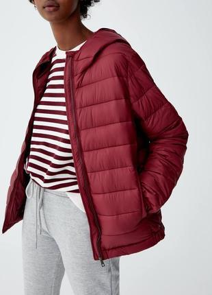 Легкая стеганая куртка от pull & bear