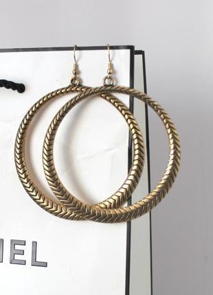 Золотистые фактурные сережки круги