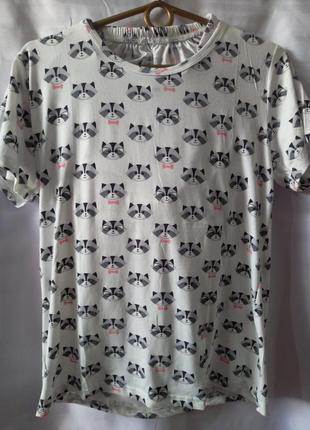 Белая женская пижама с енотами
