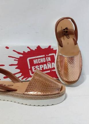 Стильная обувь оригинал много обуви