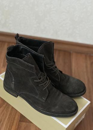 В наличии замшевые ботинки боты на шнуровке jane klain