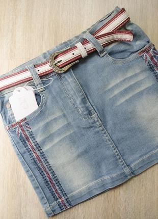 Джинсовая юбка оригинального дизайна с ремнём