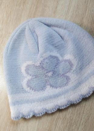Ніжна весняно-осінння шапка з квіточкою на 46-51 об'єм голови