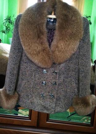 Шикарное тёплое зимнее пальто с  натуральным мехом песца