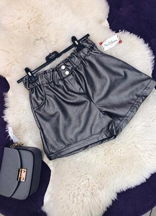 Стильные шорты цвет еко кожа  металлик в наличии